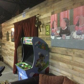 baringang mancave met arcade spelautomaat